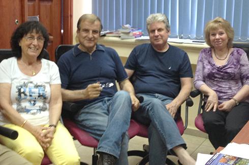 צוות על השבוע לקראת השקת האתר